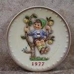 Hummel 270 1977 Annual Plate,  Apple Tree Boy