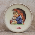 Hummel 275 1982 Annual Plate, Umbrella Girl