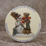 M.I. Hummel Aufsteller Plaque Making New Friends 1998 Tmk 6, Type 1
