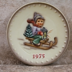 M.I. Hummel 268 Ride Into Christmas 1975 Annual Plate Tmk 5, Type 1