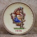 M.I. Hummel 269 Apple Tree Girl 1976 Annual Plate Tmk 5, Type 1