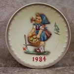 M.I. Hummel 277 Little Helper 1984 Annual Plate Tmk 6, Type 1
