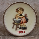 M.I. Hummel 289 Doll Bath 1993 Annual Plate Tmk 7, Type 1